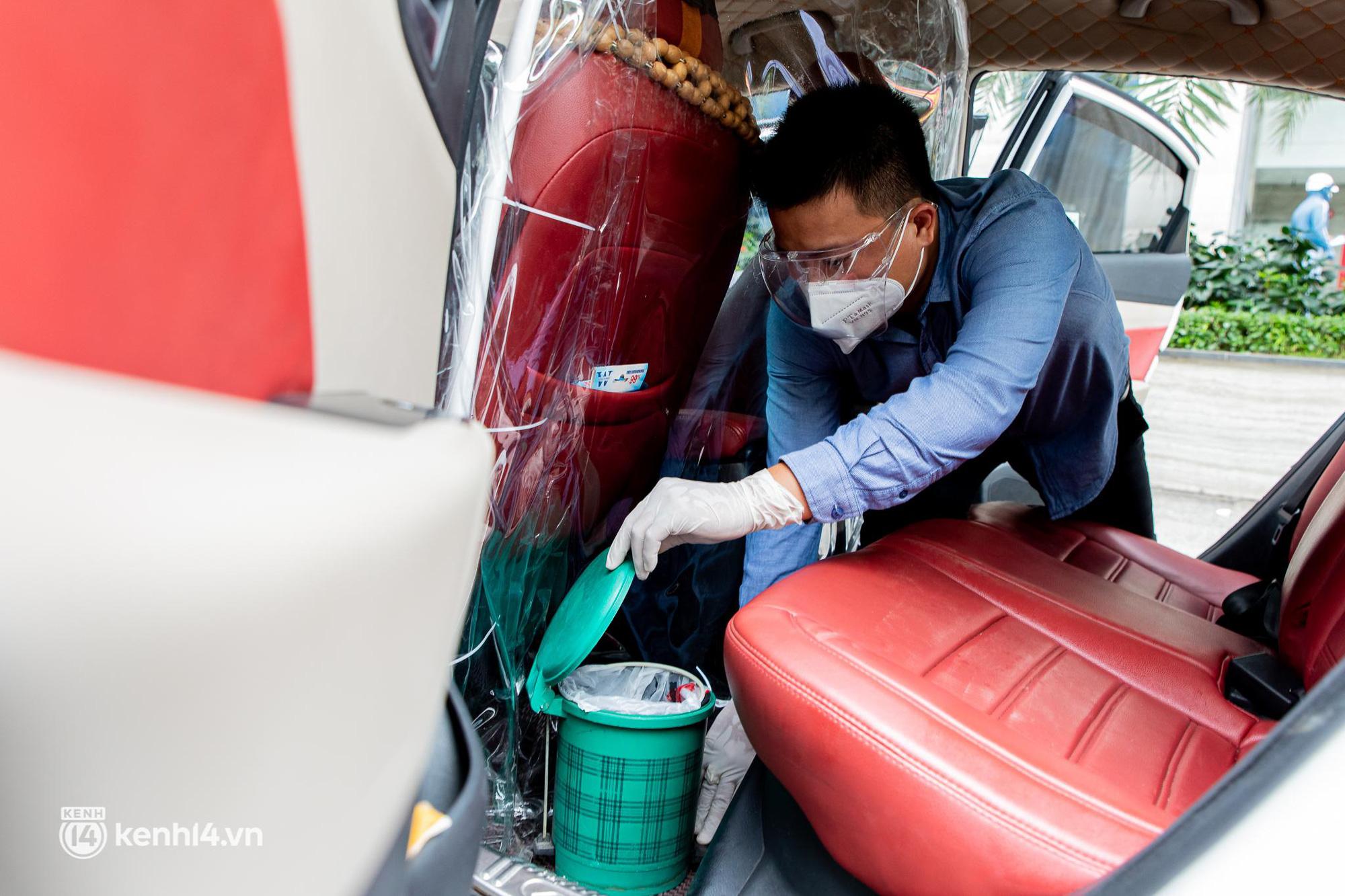 Sài Gòn nới lỏng giãn cách xã hội, bác tài phấn khởi ngày hoạt động trở lại với dịch vụ GrabCar Protect - Ảnh 8.