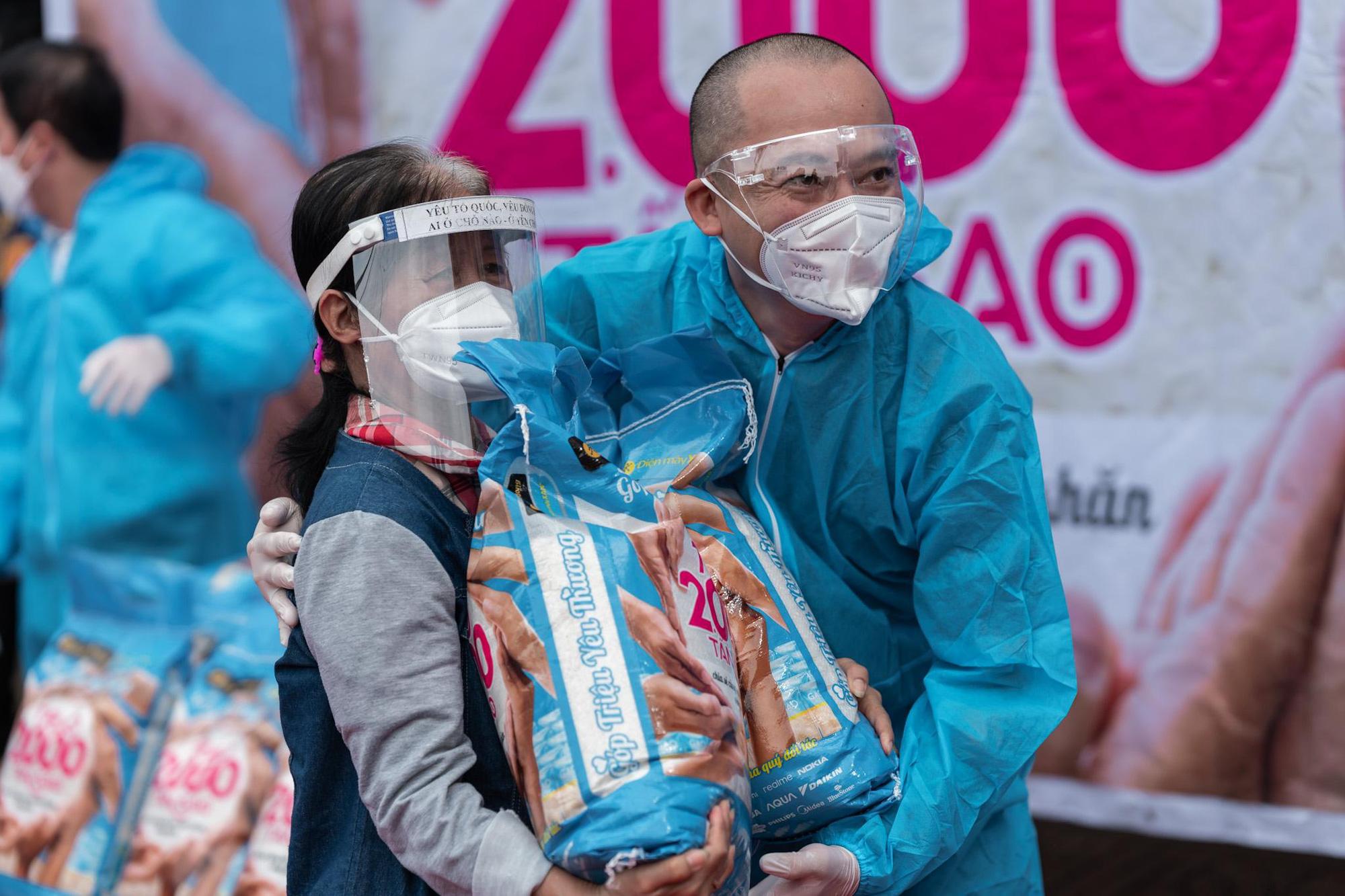 Thế Giới Di Động và Điện máy Xanh trao tặng 2.000 tấn gạo, triệu bữa ăn no - Ảnh 1.