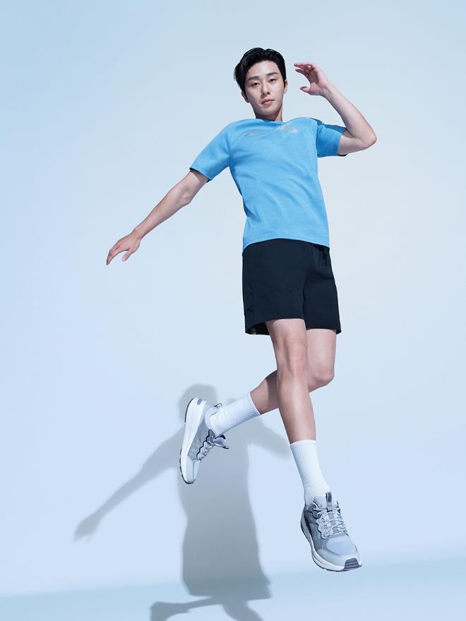 Ngôi sao Park Seo Jun trở thành Đại sứ Thương hiệu mới của Skechers tại Việt Nam - Ảnh 1.