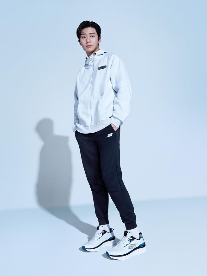 Ngôi sao Park Seo Jun trở thành Đại sứ Thương hiệu mới của Skechers tại Việt Nam - Ảnh 2.