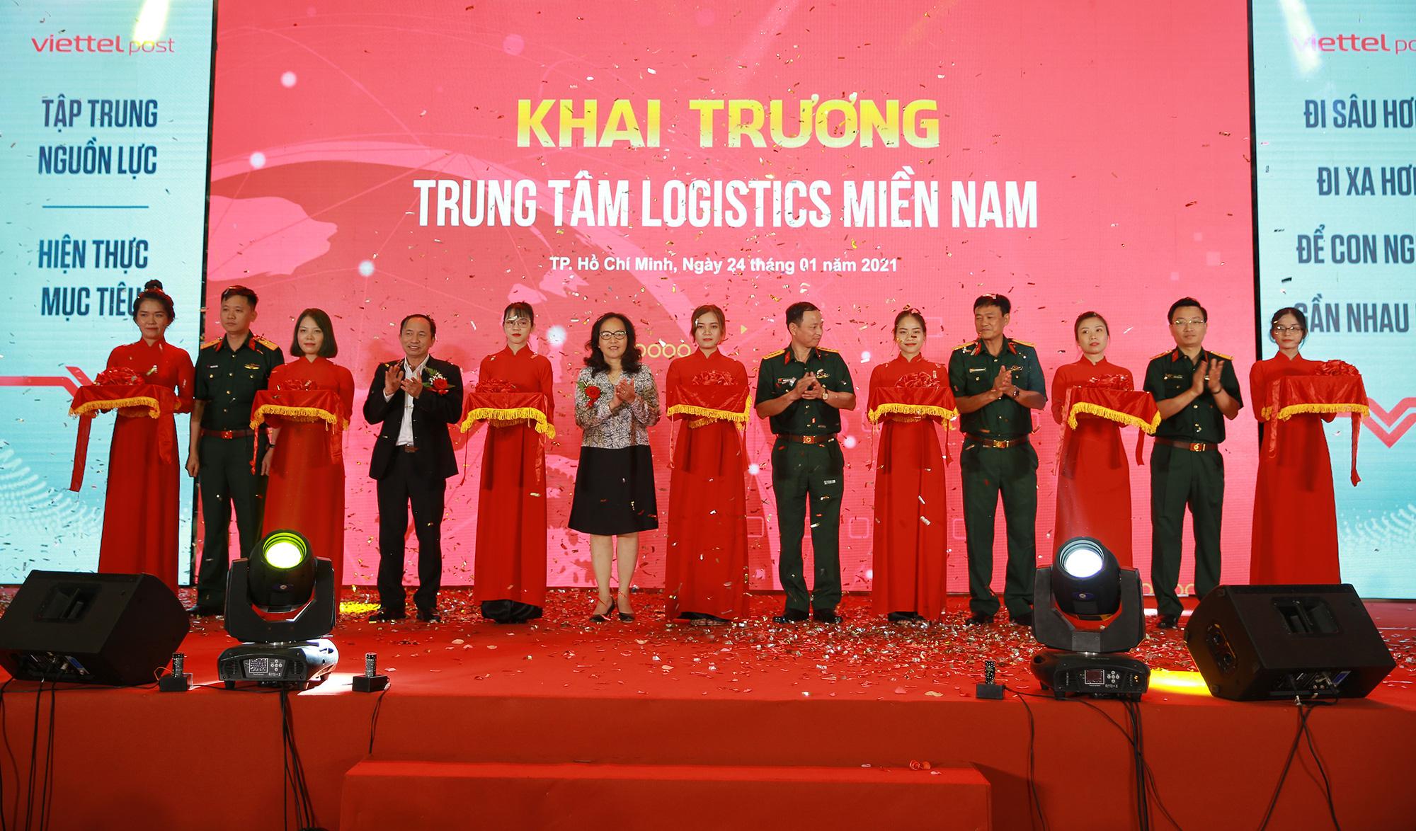 Kỳ tích ngành logistics đến từ chiếc máng trượt 18 triệu đồng và giải pháp chưa từng có trên thế giới tại Viettel Post - Ảnh 1.