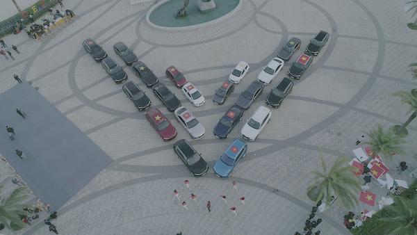 Xe điện tự hành của VinFast trở thành tâm điểm của giới bình xe quốc tế? - Ảnh 2.