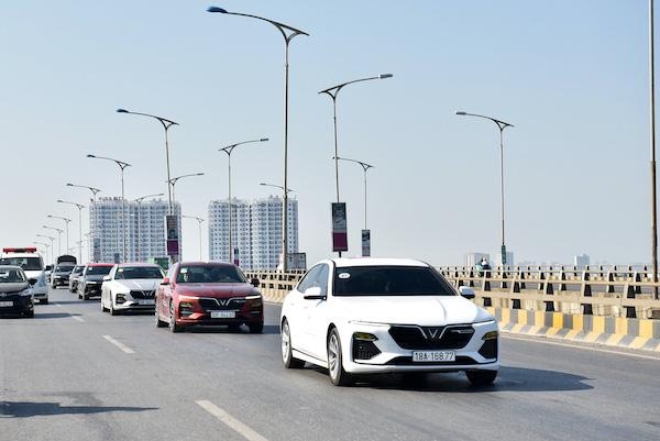 Xe điện tự hành của VinFast trở thành tâm điểm của giới bình xe quốc tế? - Ảnh 3.