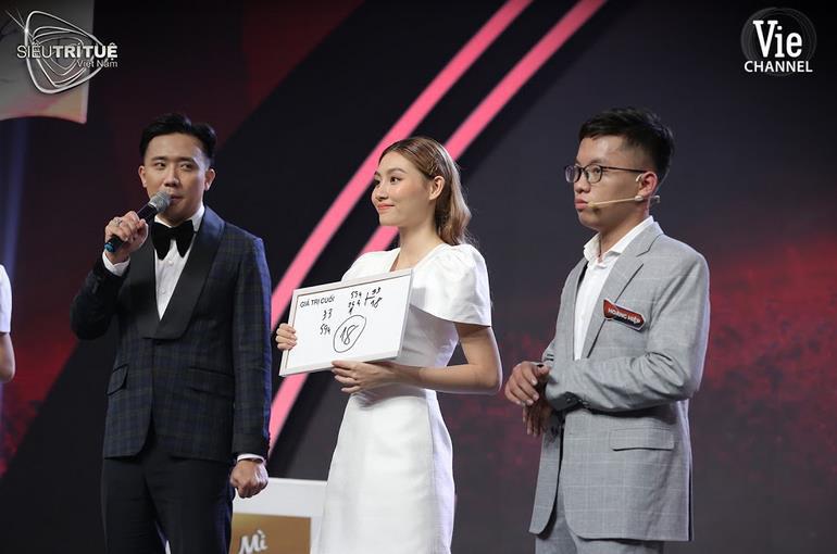 """Màn đấu trí ngạt thở nhất Siêu Trí Tuệ Việt Nam: 3 chàng trai """"con nhà người ta"""" này được xướng tên cho giải thưởng vinh danh 300 triệu đồng - Ảnh 2."""