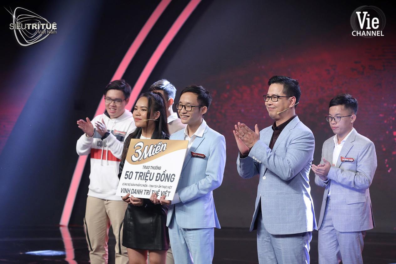 """Màn đấu trí ngạt thở nhất Siêu Trí Tuệ Việt Nam: 3 chàng trai """"con nhà người ta"""" này được xướng tên cho giải thưởng vinh danh 300 triệu đồng - Ảnh 3."""