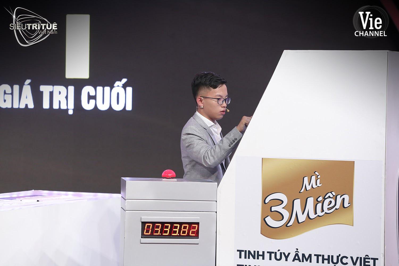"""Tập cuối nghẹt thở của Siêu trí tuệ Việt Nam: Thục Nữ - Huy Hoàng """"tốc biến"""" trong trận đấu trí quyết định - Ảnh 3."""