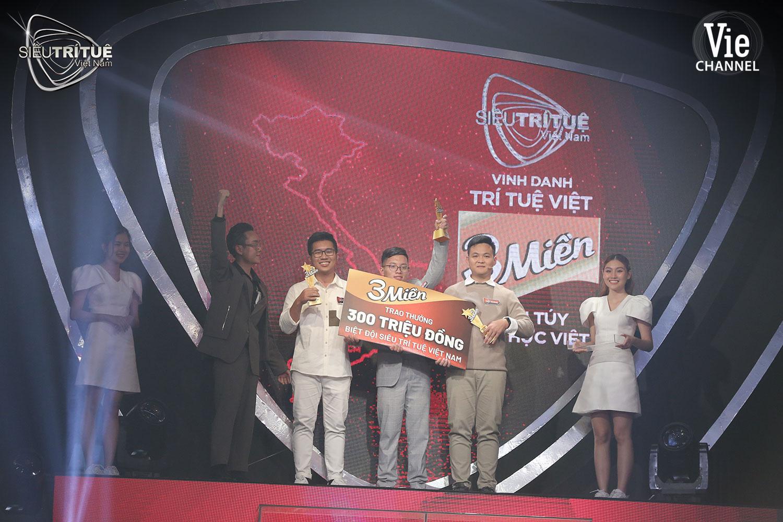 """Màn đấu trí ngạt thở nhất Siêu Trí Tuệ Việt Nam: 3 chàng trai """"con nhà người ta"""" này được xướng tên cho giải thưởng vinh danh 300 triệu đồng - Ảnh 4."""