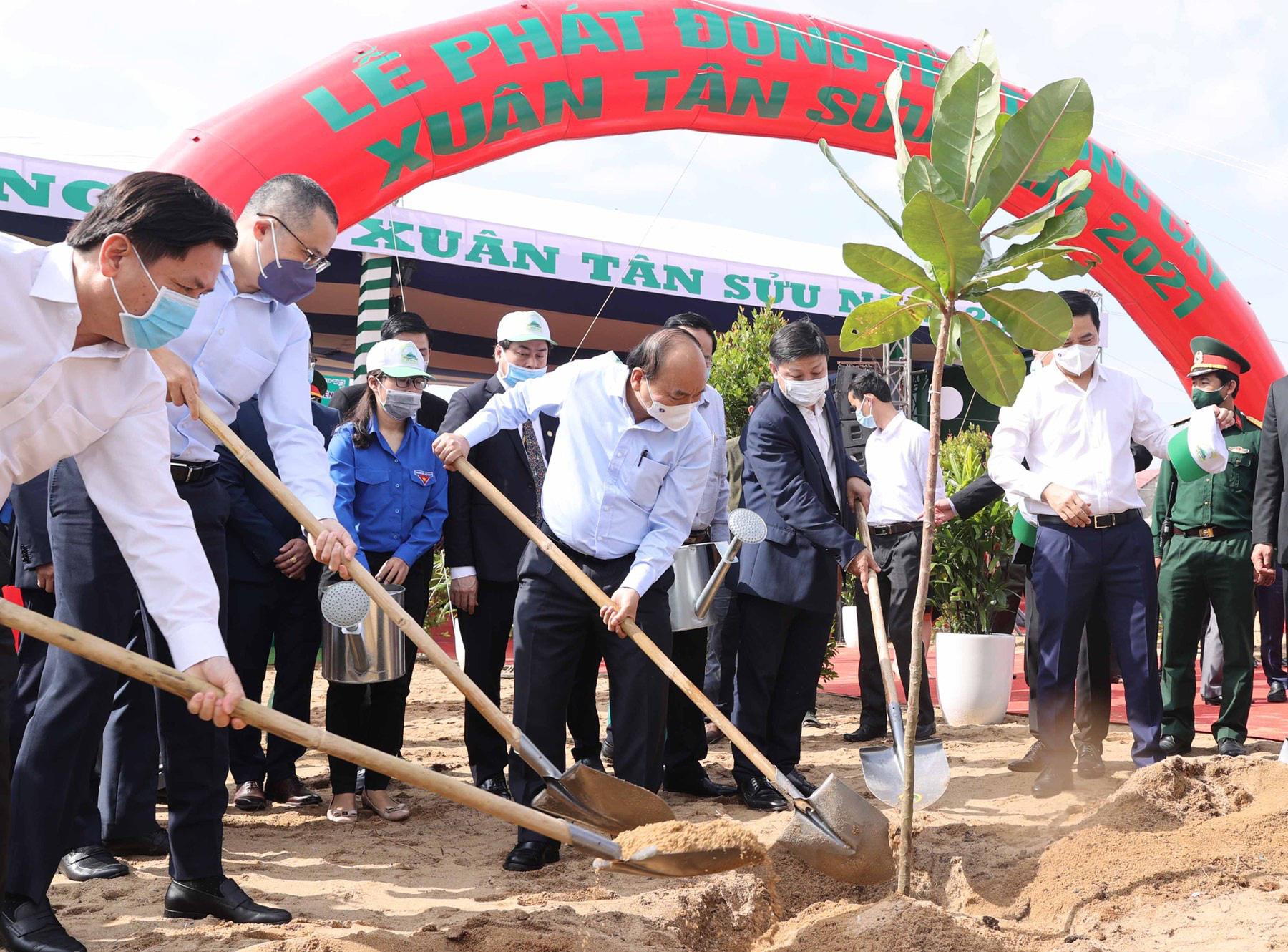 Vietjet hưởng ứng lời kêu gọi trồng cây vì một Việt Nam xanh - Ảnh 3.