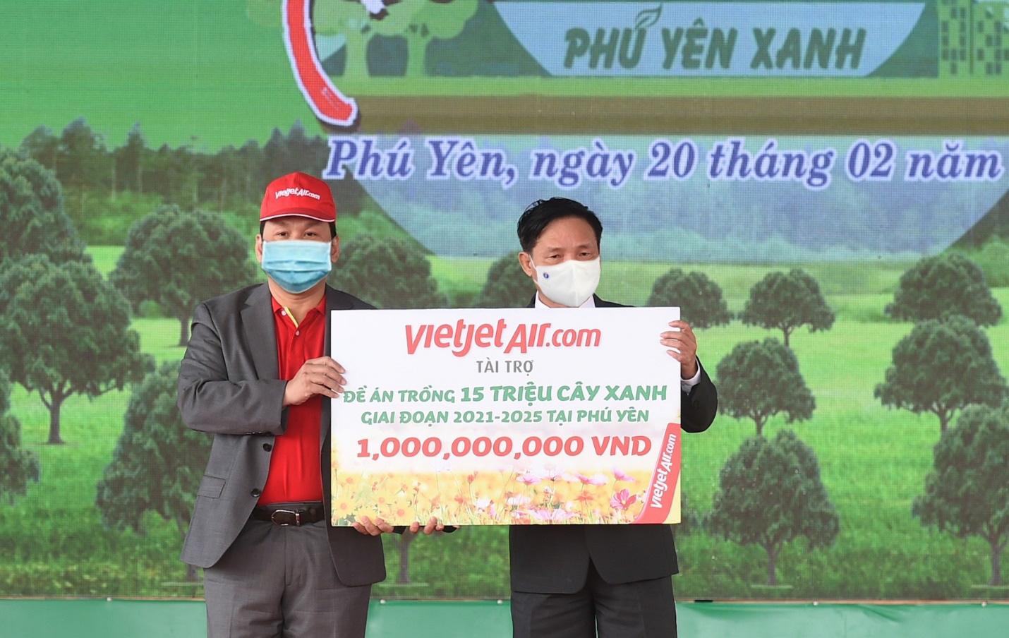 Vietjet hưởng ứng lời kêu gọi trồng cây vì một Việt Nam xanh - Ảnh 1.
