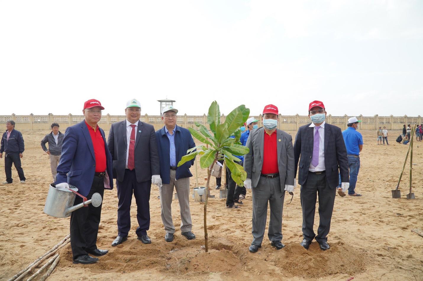 Vietjet hưởng ứng lời kêu gọi trồng cây vì một Việt Nam xanh - Ảnh 2.