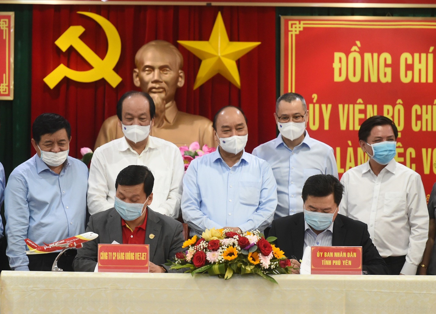 Vietjet hưởng ứng lời kêu gọi trồng cây vì một Việt Nam xanh - Ảnh 4.