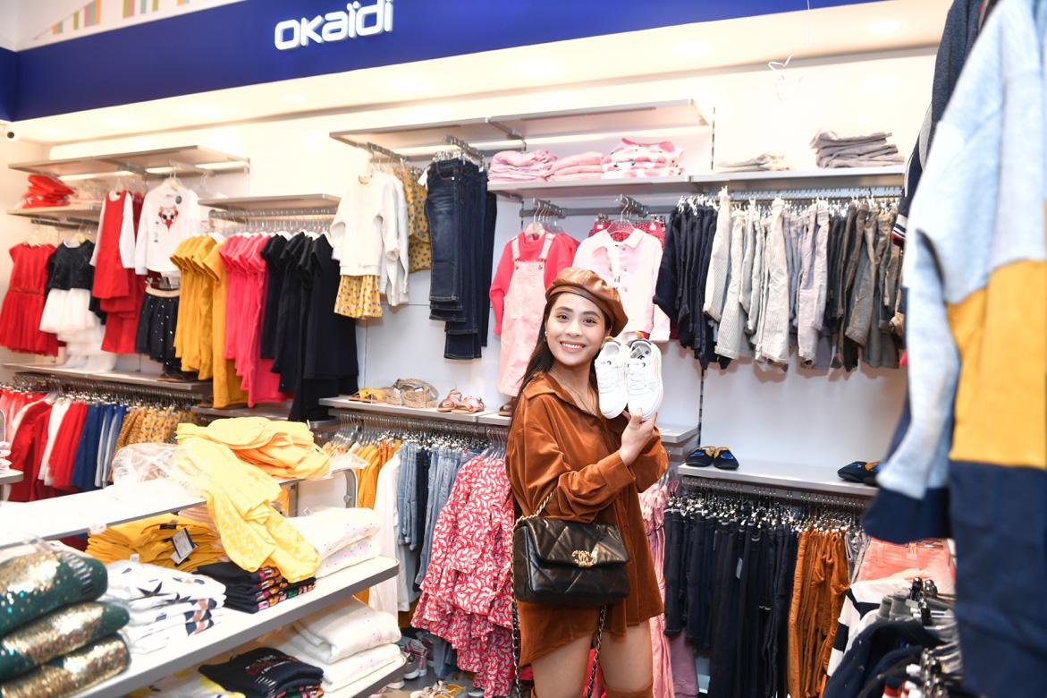 Gia đình ca nương Kiều Anh, doanh nhân Hà Linh sắm sửa cho bé yêu với trang phục đến từ nước Pháp - Ảnh 2.