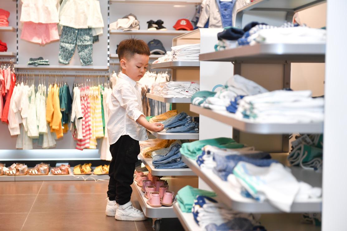 Gia đình ca nương Kiều Anh, doanh nhân Hà Linh sắm sửa cho bé yêu với trang phục đến từ nước Pháp - Ảnh 3.