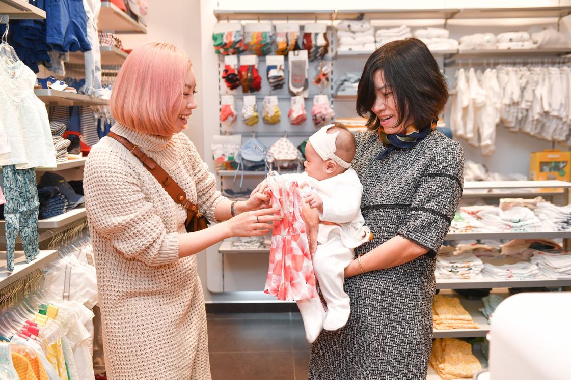 Gia đình ca nương Kiều Anh, doanh nhân Hà Linh sắm sửa cho bé yêu với trang phục đến từ nước Pháp - Ảnh 5.