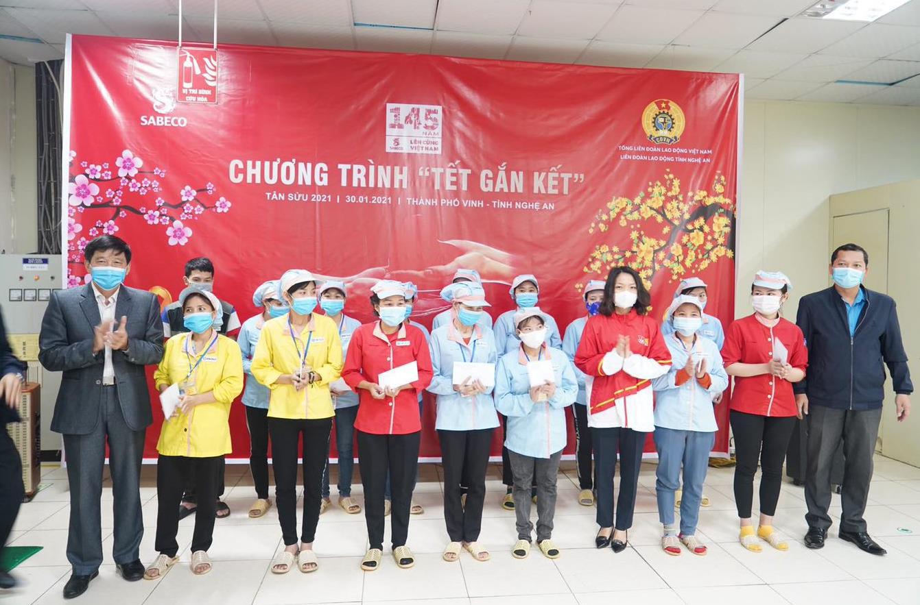 """Nhìn lại chiến dịch """"Tết Gắn Kết"""" đầy ý nghĩa: 4200 người lao động Việt Nam được hỗ trợ - Ảnh 1."""