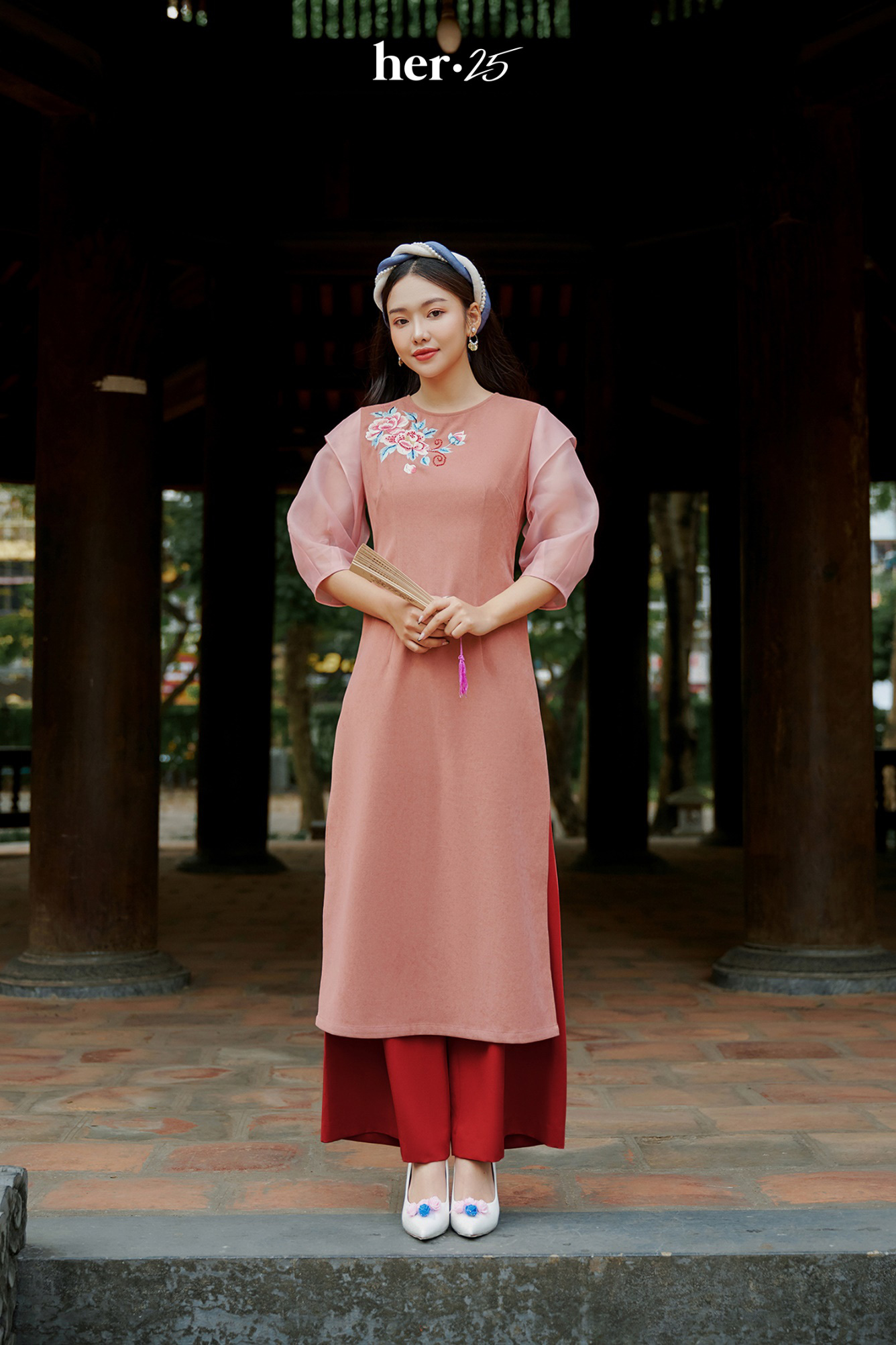 Tết mặc áo dài không mập với 5 tips dễ thử từ HER 25 - Ảnh 1.