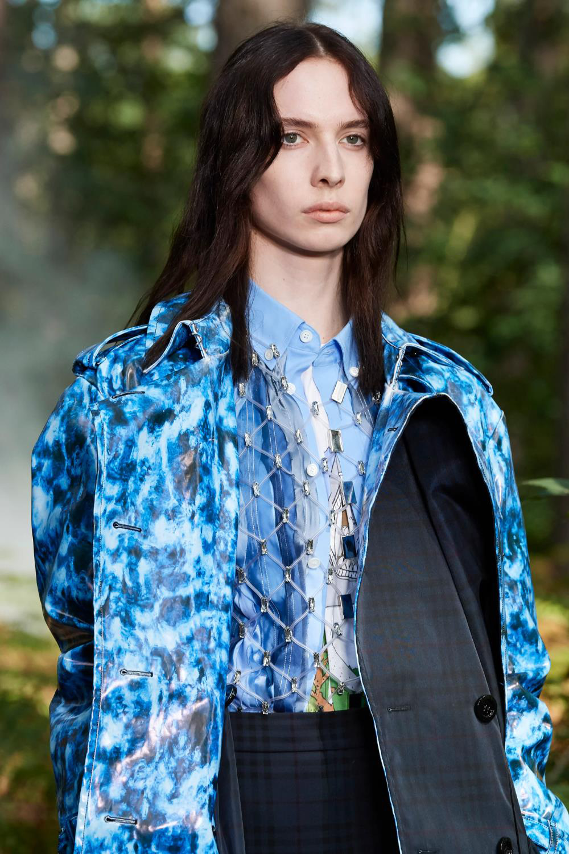 Bắt ngay xu hướng thời trang đến từ các thương hiệu nổi tiếng cho mùa Xuân - Hè 2021 - Ảnh 9.
