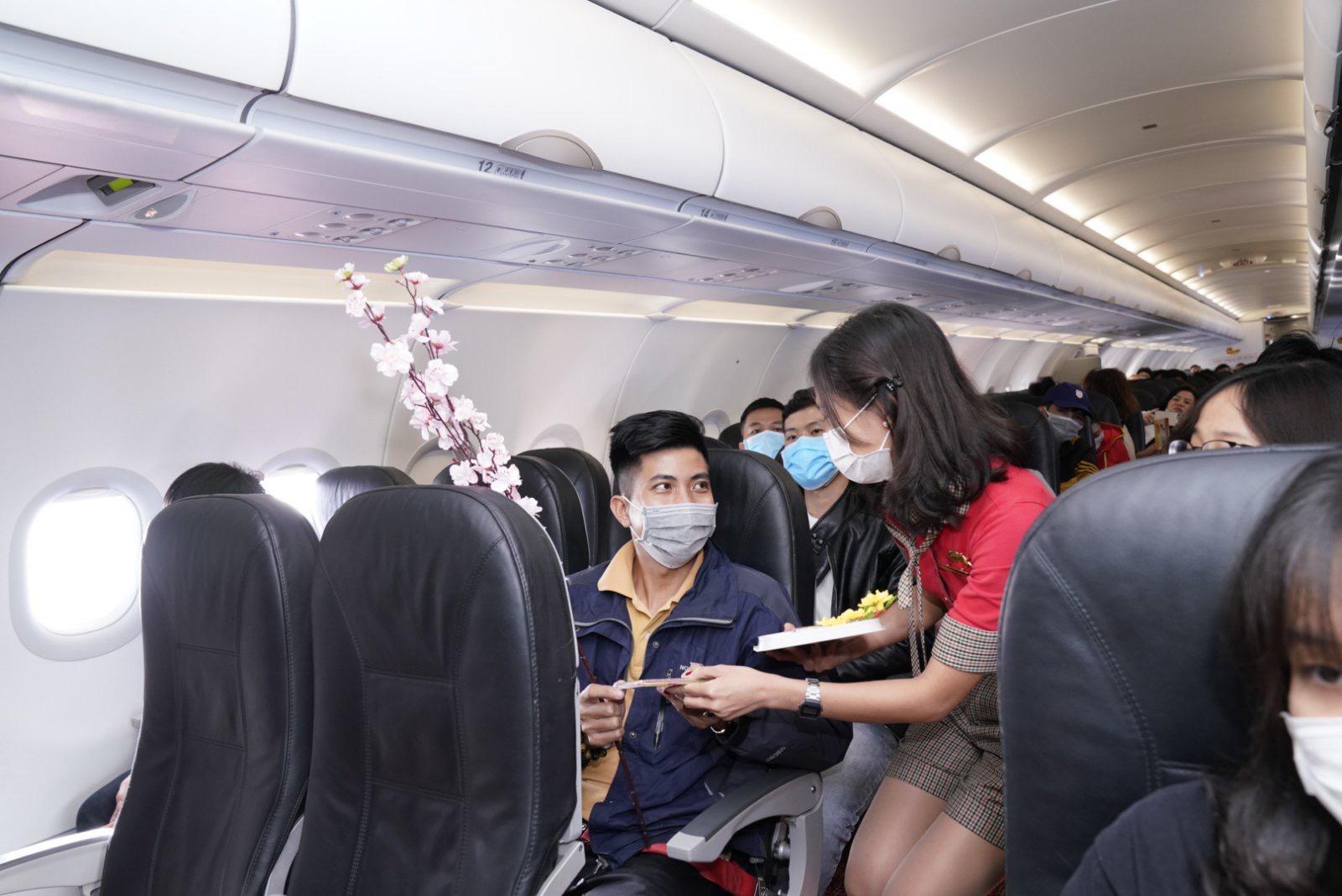 Điều bất ngờ Vietjet dành tặng khách hàng chọn bay an toàn ngày 23 tháng Chạp - Ảnh 3.