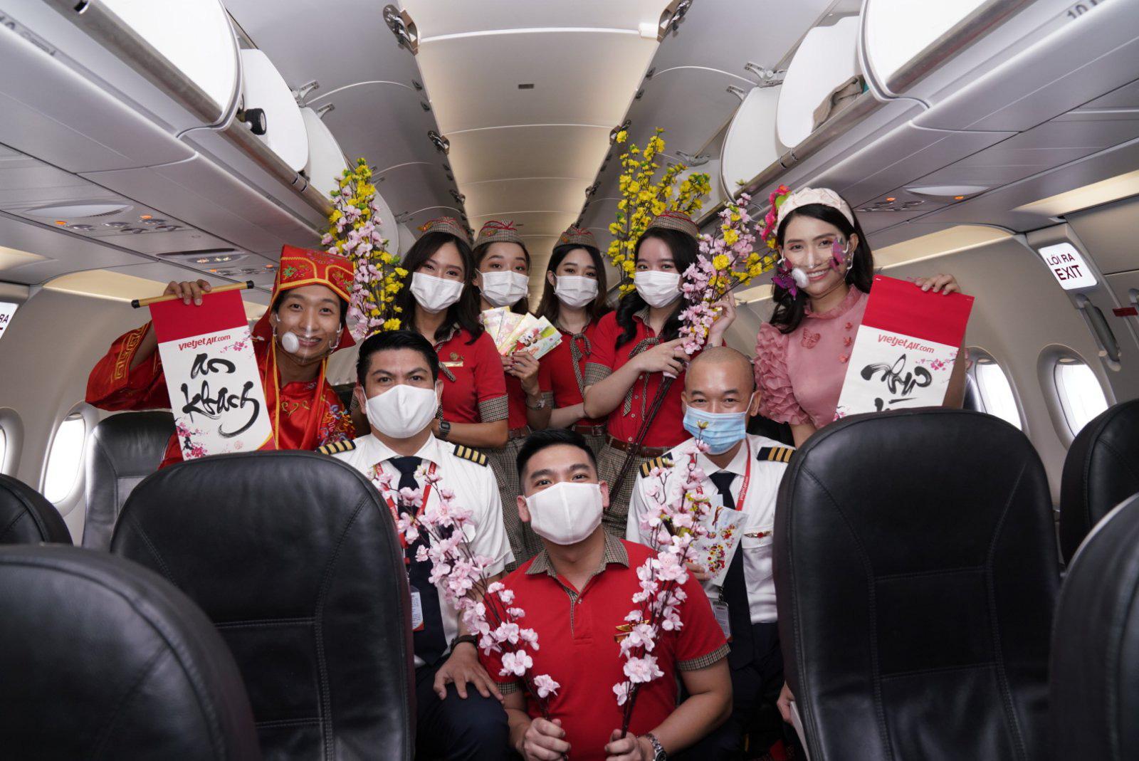 Điều bất ngờ Vietjet dành tặng khách hàng chọn bay an toàn ngày 23 tháng Chạp - Ảnh 7.
