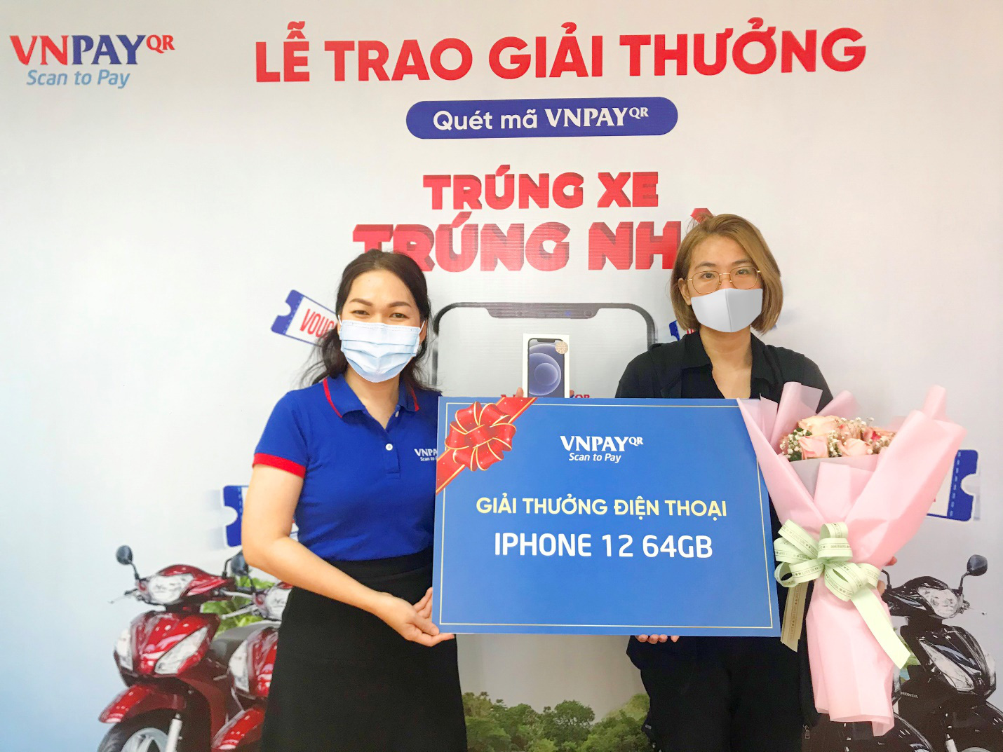 Phòng dịch COVID-19, cô gái quét mã VNPAY thanh toán khi đi ăn uống, ai ngờ trúng luôn iPhone 12 - Ảnh 1.