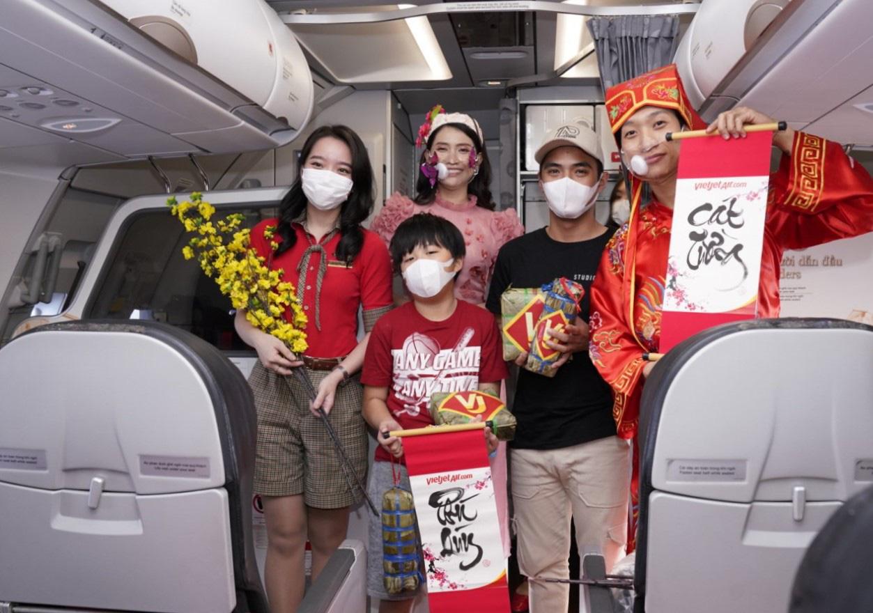 Điều bất ngờ Vietjet dành tặng khách hàng chọn bay an toàn ngày 23 tháng Chạp - Ảnh 4.