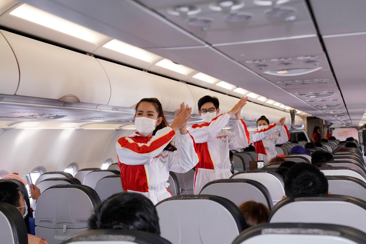 Điều bất ngờ Vietjet dành tặng khách hàng chọn bay an toàn ngày 23 tháng Chạp - Ảnh 6.