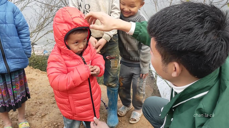 Theo chân Chan La Cà và nghe anh kể về những khoảnh khắc cuộc sống cùng người dân tại Sa Pa - Ảnh 10.