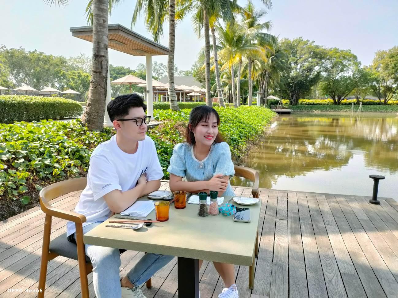 Hết vợ chồng Mike Pan đến gia đình Sơn Đoàn khoe khoảnh khắc ngọt ngào cận Valentine - Ảnh 1.