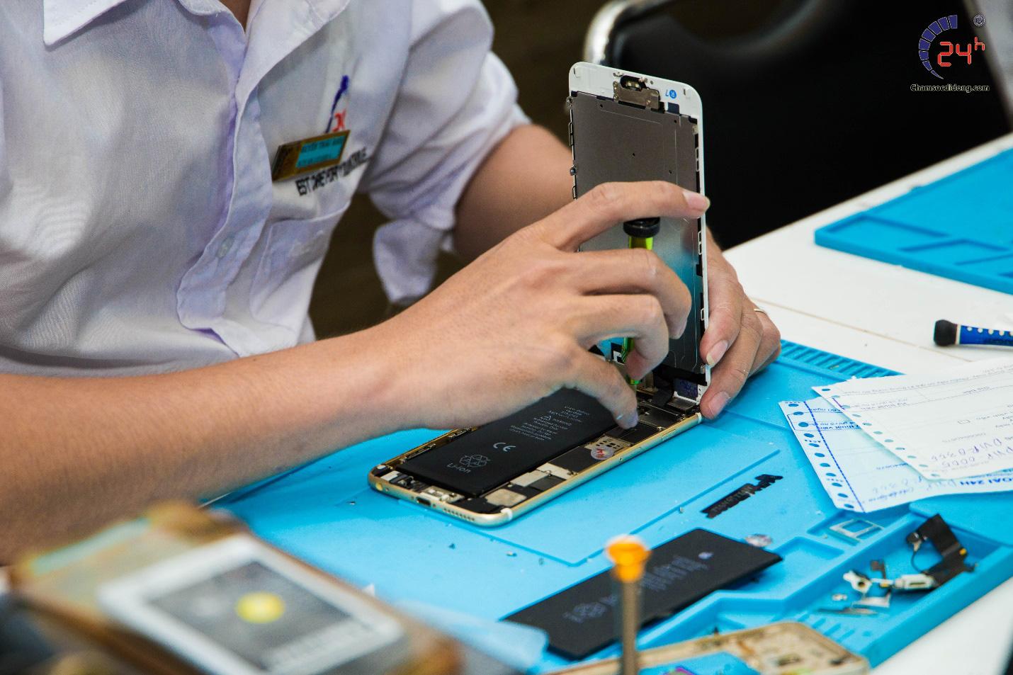 Thực hư chương trình thay pin iPhone giá 24.000 đồng, thật hay lừa đảo? - Ảnh 2.