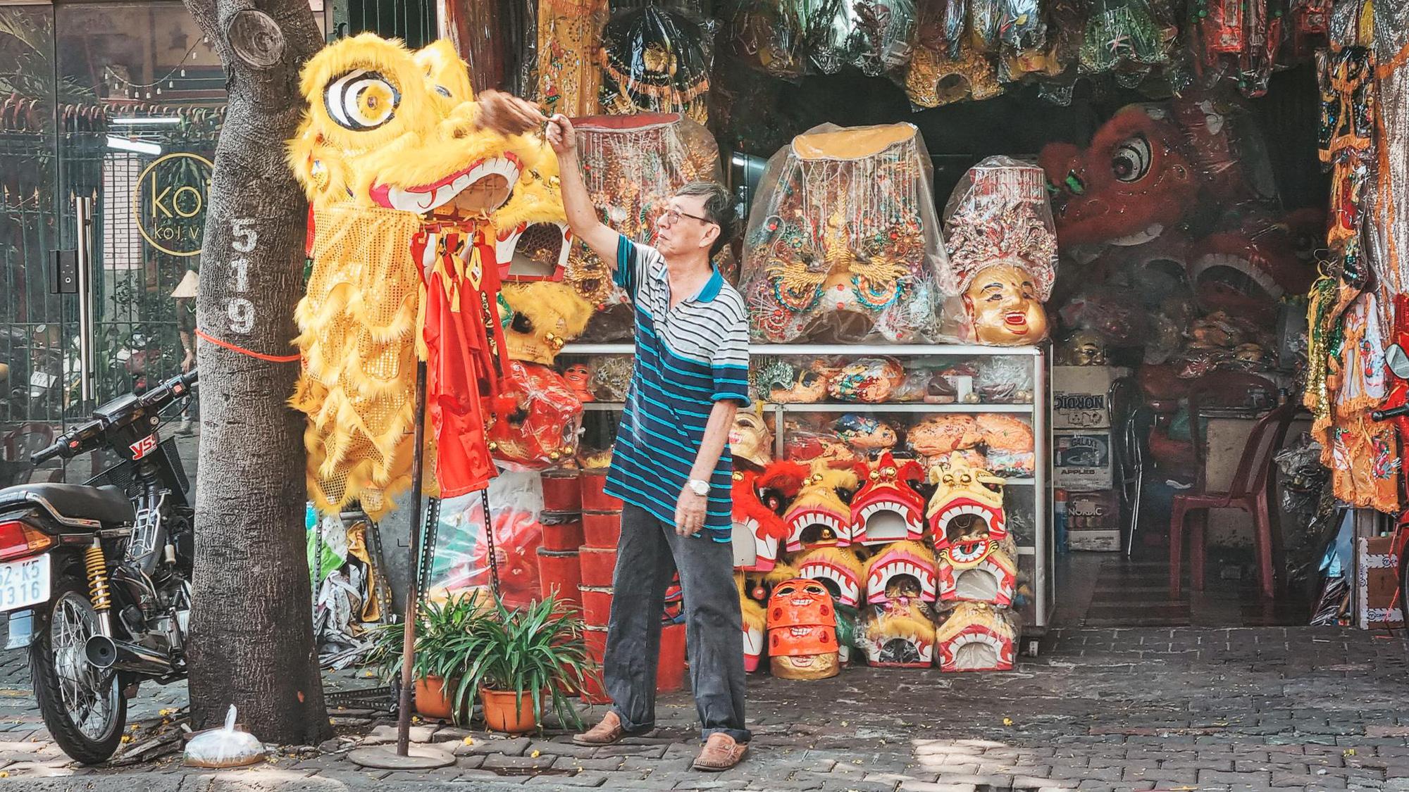 Người Sài Gòn và những câu chuyện ngày cuối năm: Gác lại âu lo, Tết phải vui cái đã - Ảnh 2.