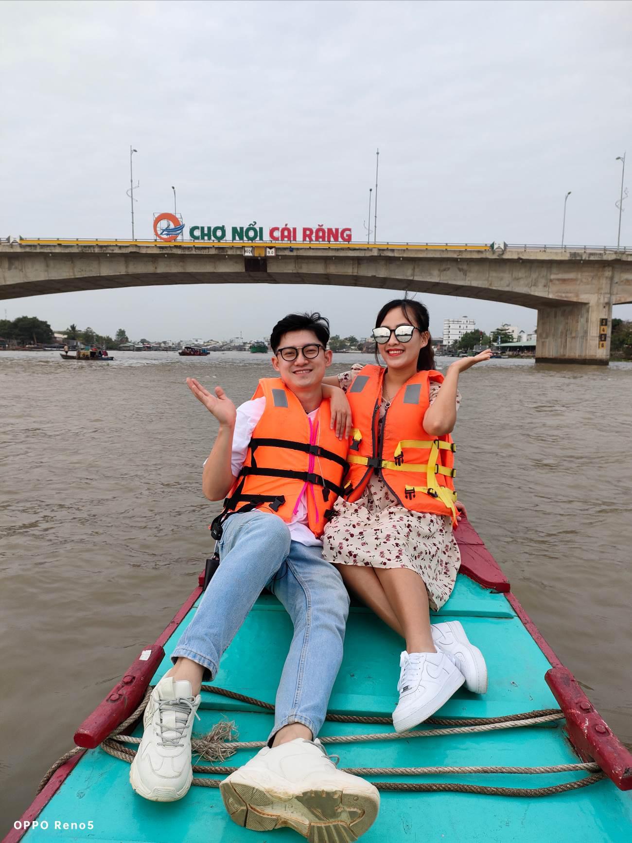 Hết vợ chồng Mike Pan đến gia đình Sơn Đoàn khoe khoảnh khắc ngọt ngào cận Valentine - Ảnh 2.