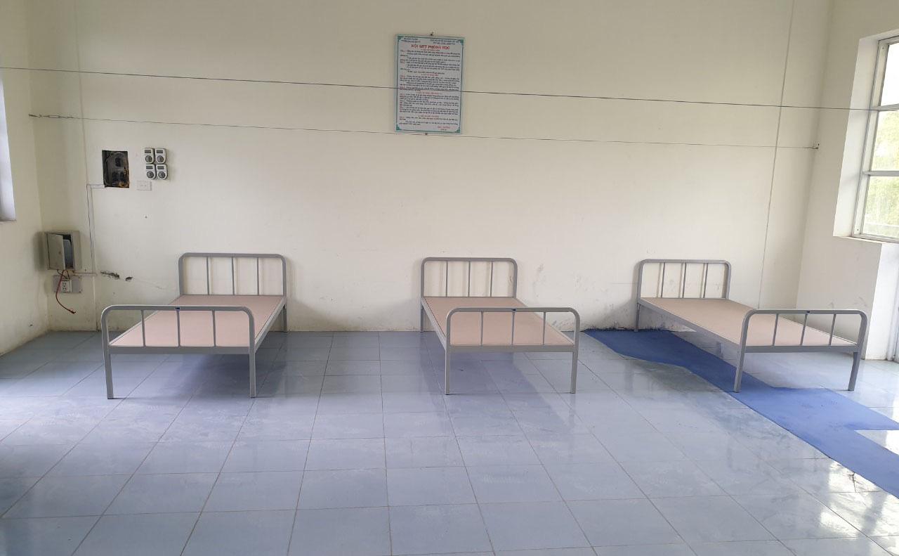 Thần tốc hoàn thành chỗ ở cho các y bác sĩ và điểm cách ly tại Bệnh viện Dã chiến số 3 - Ảnh 2.