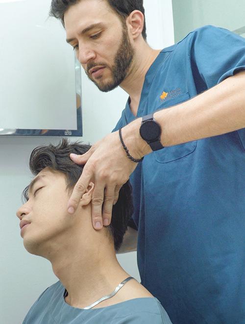 Quang Đăng điều trị đau cột sống để tiếp tục đam mê nhảy múa - Ảnh 1.