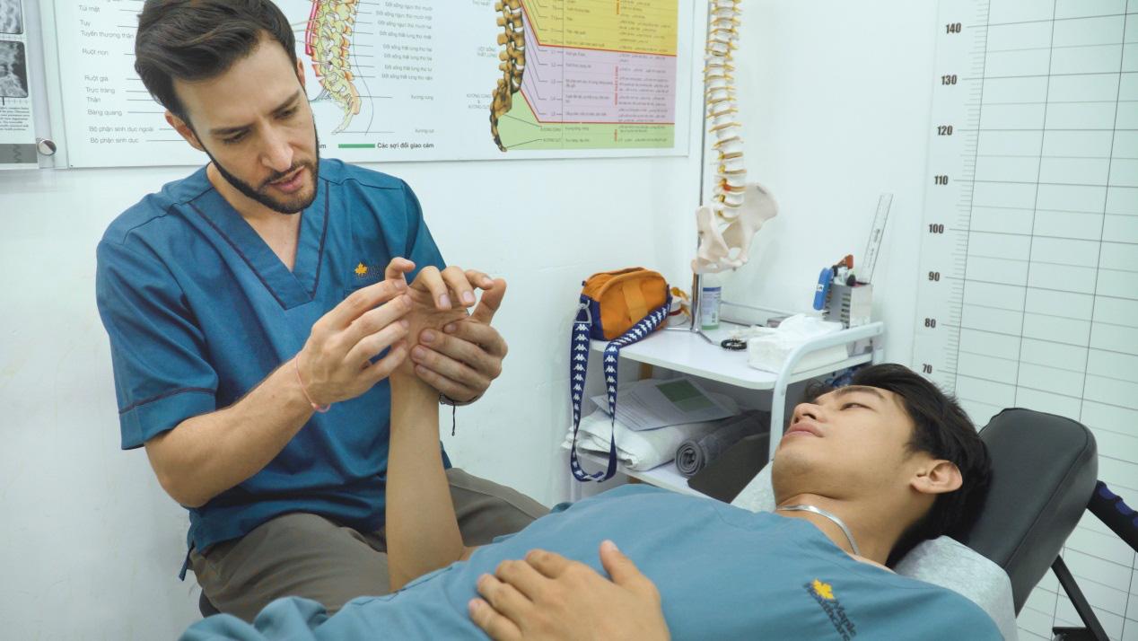 Quang Đăng điều trị đau cột sống để tiếp tục đam mê nhảy múa - Ảnh 2.