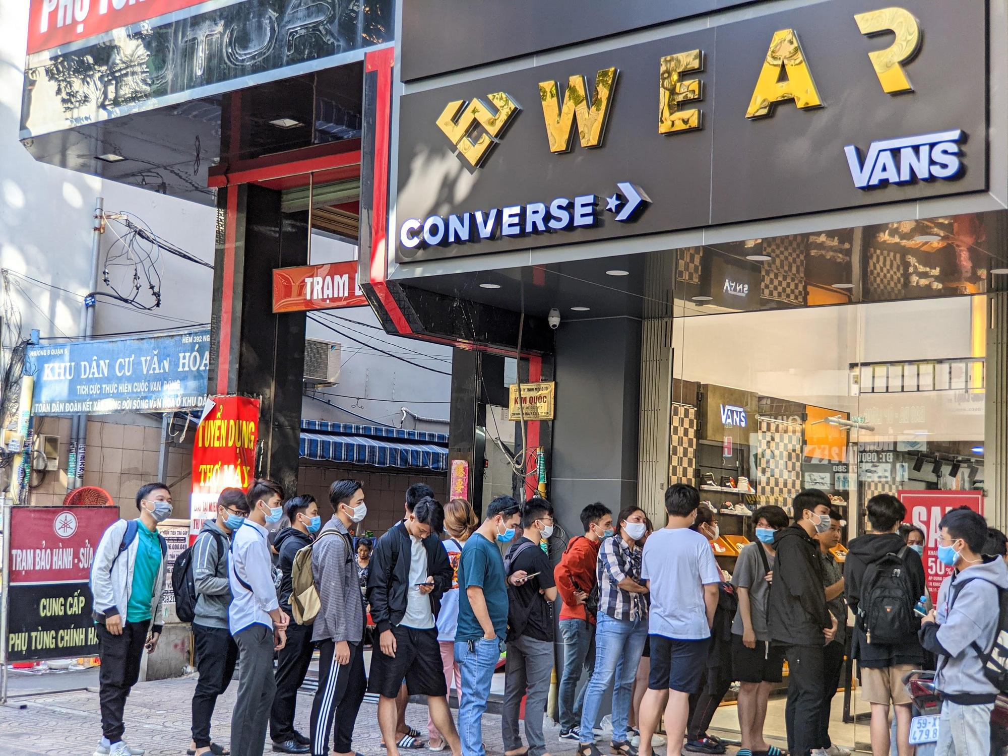 Mua giày Converse, Vans làm quà 8.3, đừng bỏ lỡ địa chỉ bán siêu chuẩn này - Ảnh 1.