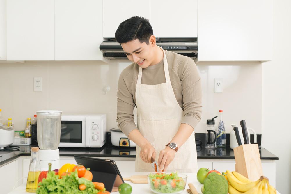Cùng 3 Miền, đôi tay đàn ông đâu chỉ làm việc nặng mà còn có thể nấu những món ăn yêu thương - Ảnh 1.