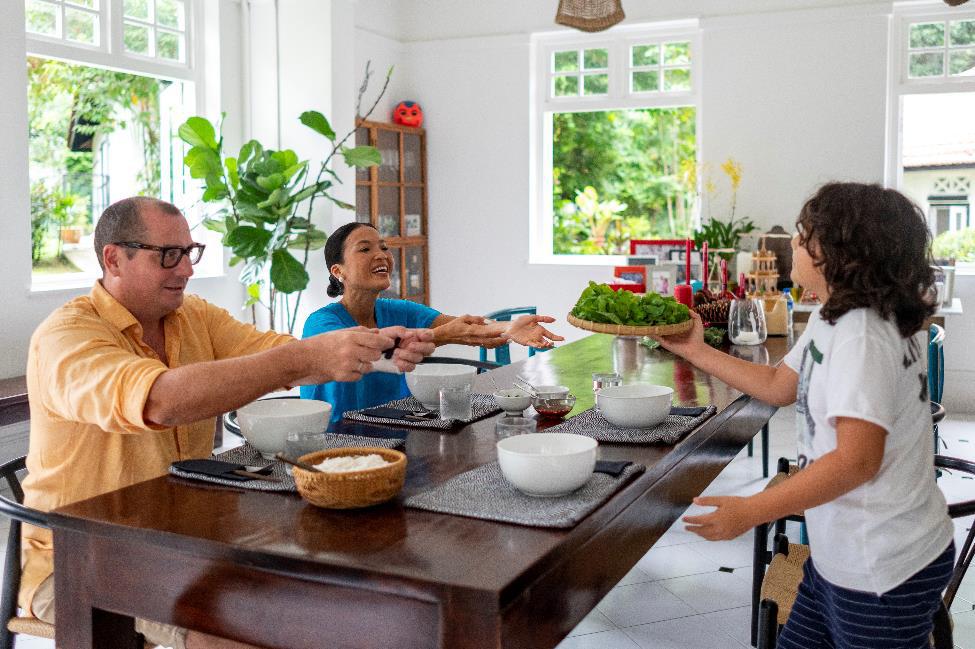 Singapore khác lạ như thế nào đối với gia đình Bằng Lăng? - Ảnh 1.