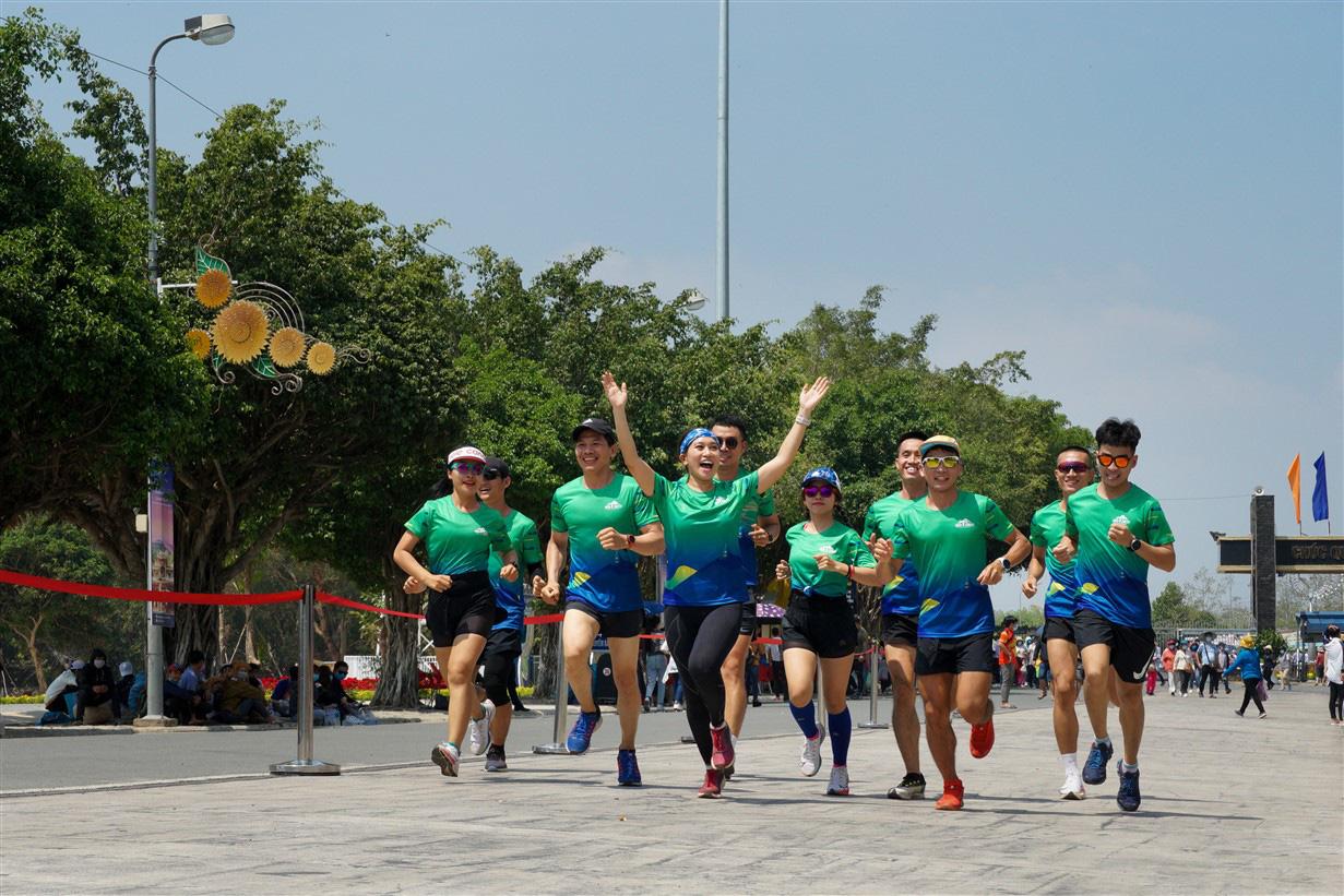 Giải chạy marathon đầu tiên tổ chức tại Tây Ninh trên cung đường quanh núi Bà Đen huyền thoại - Ảnh 1.