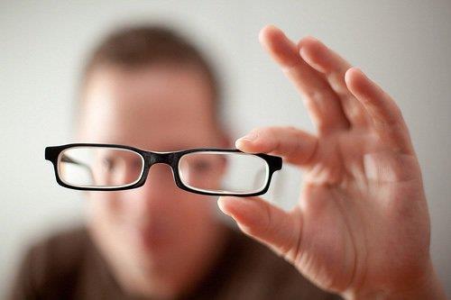 """Siêu mẫu Bùi Quỳnh Hoa bật mí cách chỉ mất 23 giây để """"thoát kính"""" với phương pháp mổ cận SMILE bằng Visumax - Ảnh 1."""
