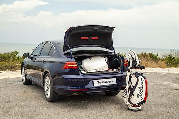 Volkswagen Passat - lựa chọn thú vị cho khách Việt trung niên - Ảnh 1.