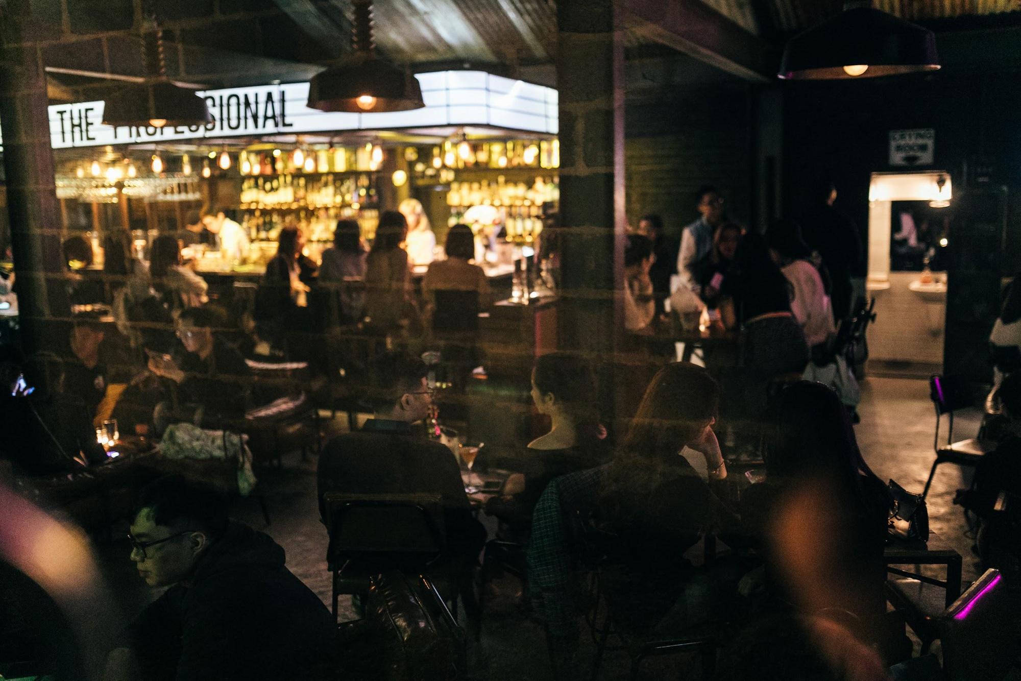 Léon: Quán cocktails mang phong cách rạp phim nhất định phải đến một lần - Ảnh 1.
