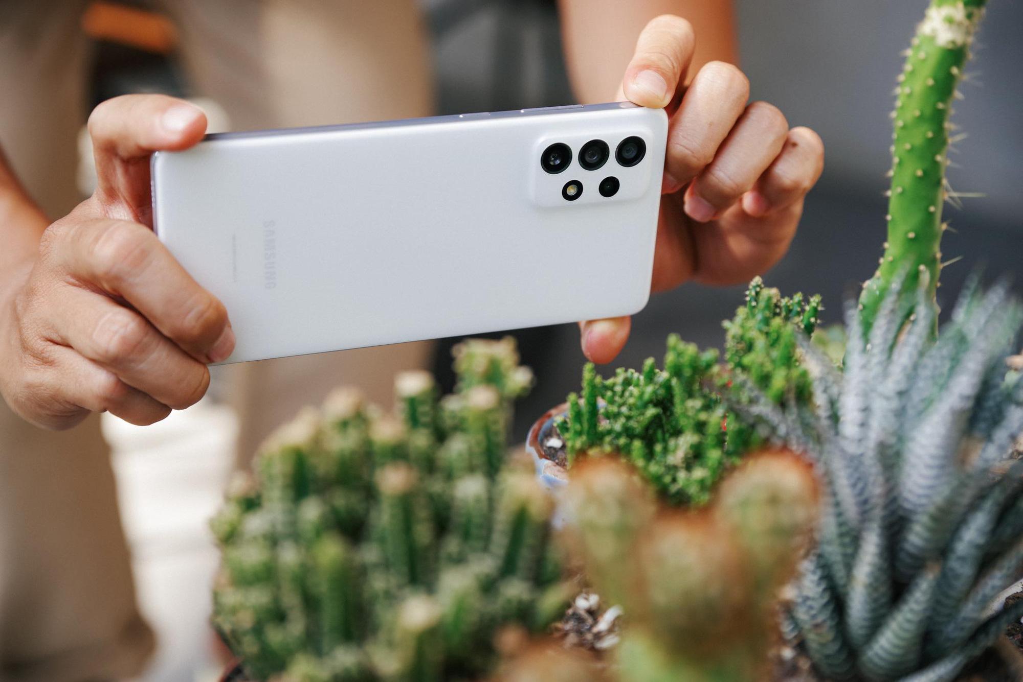 """Trên tay Samsung Galaxy A52 và A72, thiết bị giúp giới trẻ """"thăng hạng ngàn trải nghiệm"""" - Ảnh 3."""