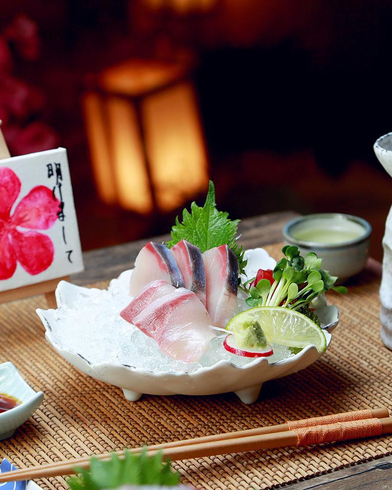Ba loại cá nổi tiếng trong ngôi chợ trăm tuổi thu hút hơn 8000 lượt khách ở Fukuoka - Ảnh 1.