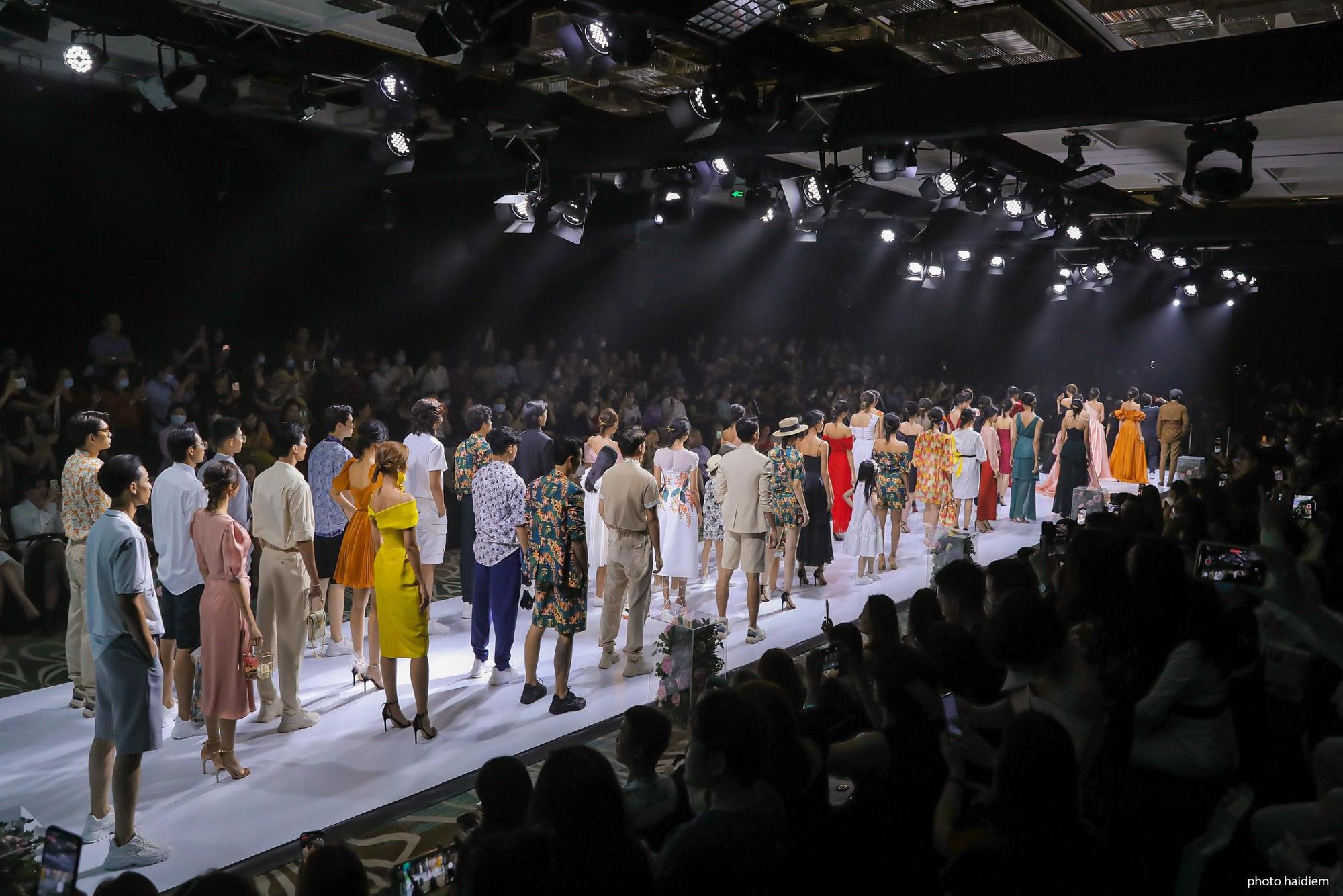 5 điểm nhấn đắt giá trong show diễn tràn đầy đam mê của IVY moda - Ảnh 3.