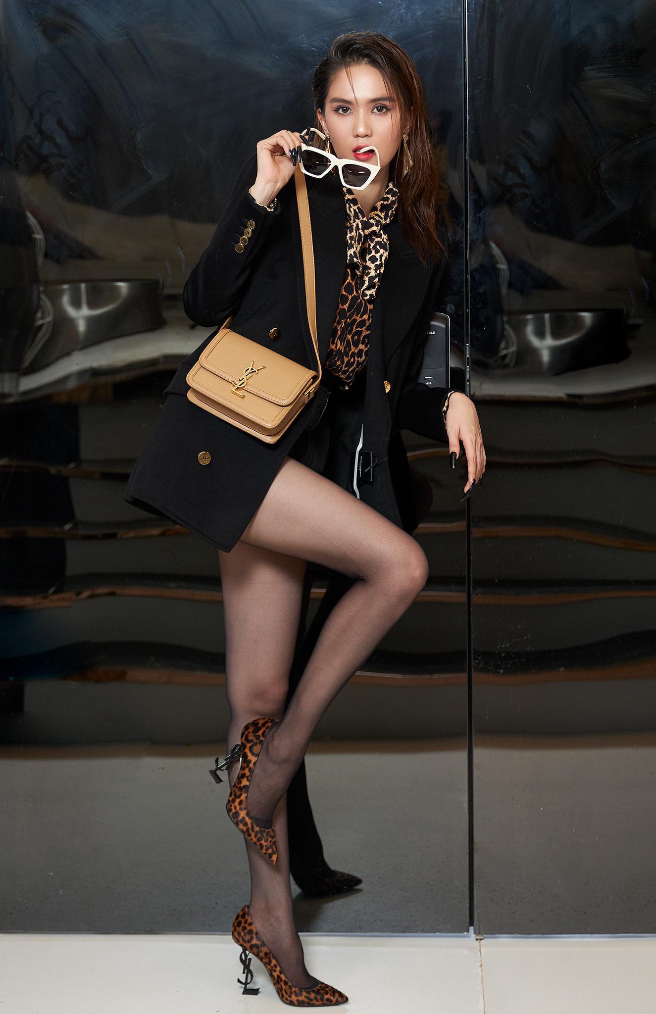 """Đụng hàng Saint Laurent: Quỳnh Anh Shyn tự tin với phong cách Rock chic, Ngọc Trinh và Diệu Nhi lại """"biến hình"""" gợi cảm, huyền bí - Ảnh 7."""