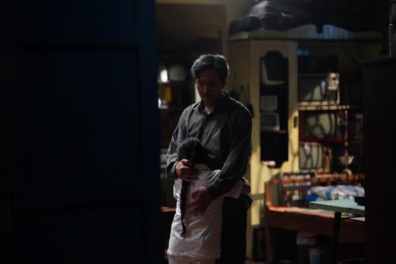 """""""Bố Già"""" của Trấn Thành - Phiên bản gà trống nuôi con tưởng chẳng có gì mới lạ nhưng lại đặc biệt nhất màn ảnh Việt - Ảnh 1."""