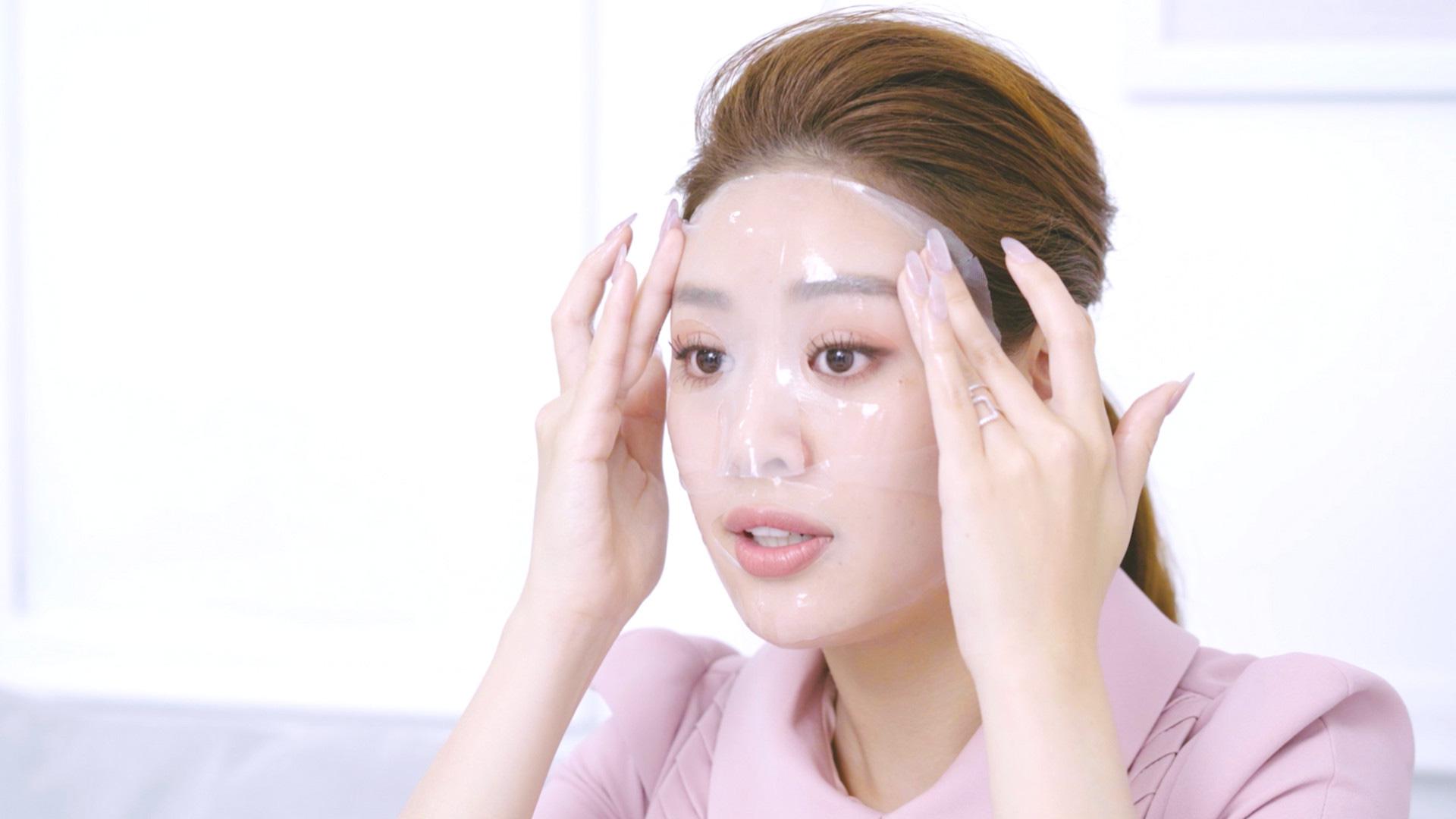 Hoa hậu Khánh Vân chuộng tẩy trang, mặt nạ thạch Celderma do Song Ji Hyo đại diện - Ảnh 3.