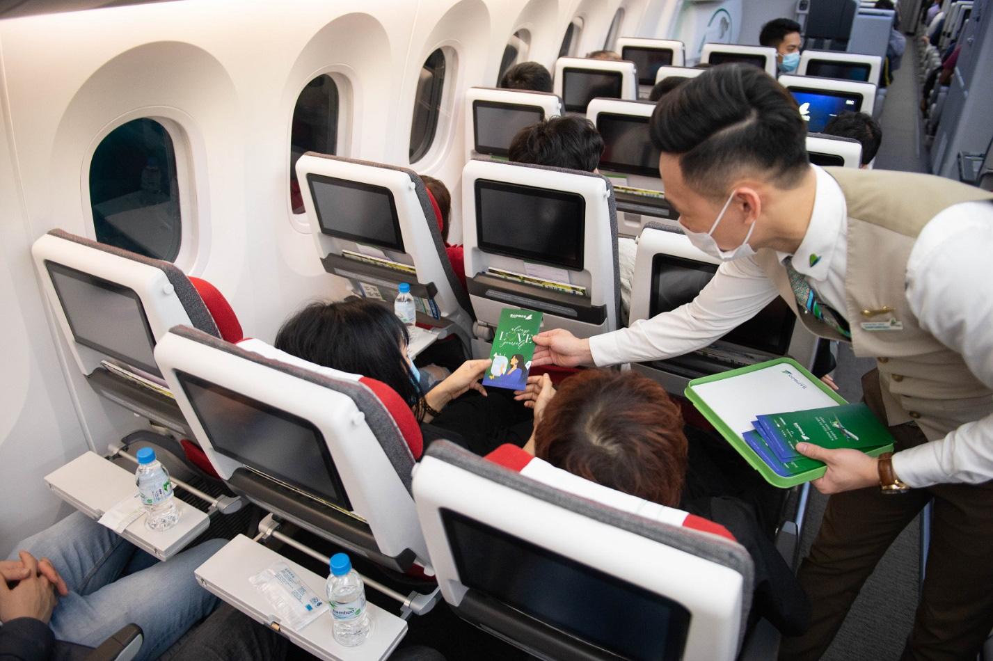 Bamboo Airways tung loạt quà tặng hấp dẫn tri ân phái đẹp nhân ngày 8/3 - Ảnh 1.
