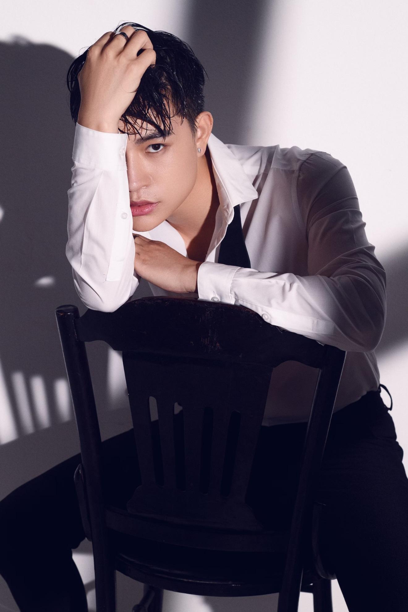 """Không tin nổi giọng hát tone nữ ngọt lịm cao vút đầy truyền cảm trong MV """"Con yêu thơ dại"""" hóa ra lại là của nam ca sĩ Trần Tùng Anh - Ảnh 3."""