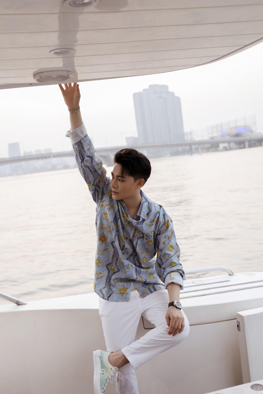 """Không tin nổi giọng hát tone nữ ngọt lịm cao vút đầy truyền cảm trong MV """"Con yêu thơ dại"""" hóa ra lại là của nam ca sĩ Trần Tùng Anh - Ảnh 6."""